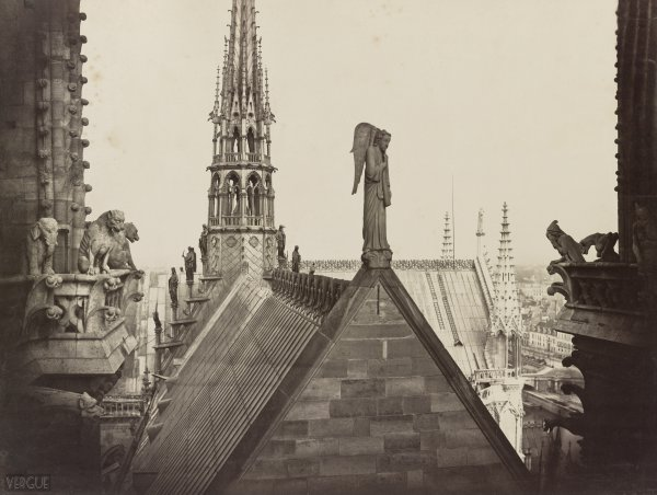 """Notre-Dame-de-Paris, """"Reine des Cathédrales"""""""